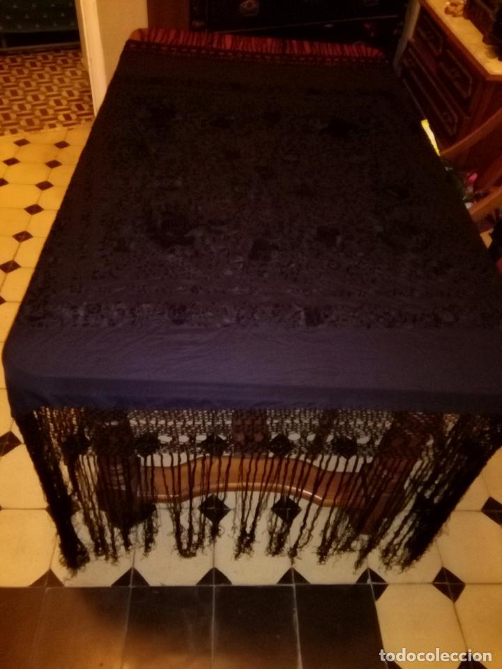 Antigüedades: MANTONES - GRAN MANTON BORDADO CON FLECOS DE REDECILLA BUEN ESTADO COMPLETAMENTE NEGRO - Foto 7 - 100086435
