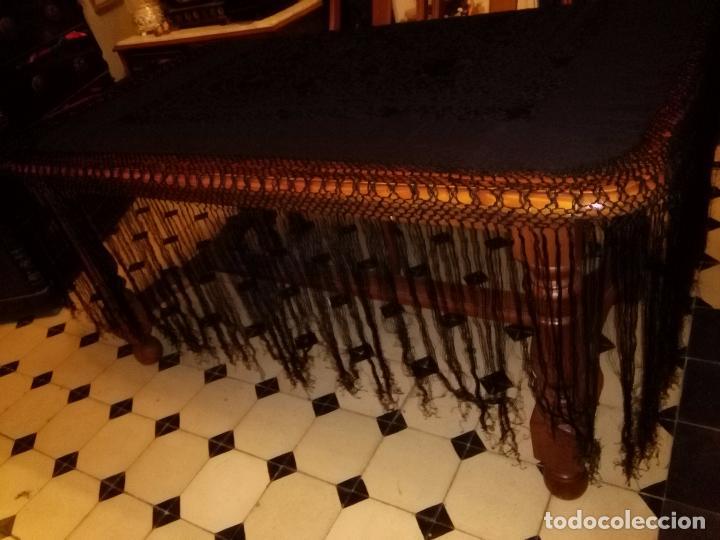 Antigüedades: MANTONES - GRAN MANTON BORDADO CON FLECOS DE REDECILLA BUEN ESTADO COMPLETAMENTE NEGRO - Foto 10 - 100086435
