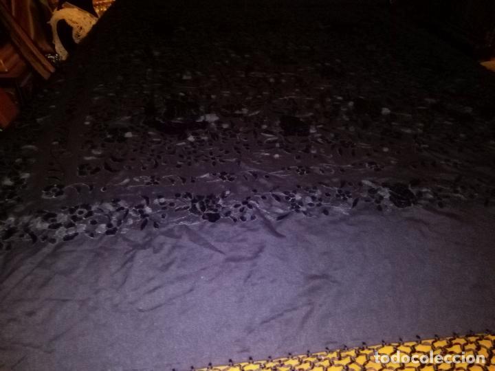 Antigüedades: MANTONES - GRAN MANTON BORDADO CON FLECOS DE REDECILLA BUEN ESTADO COMPLETAMENTE NEGRO - Foto 11 - 100086435