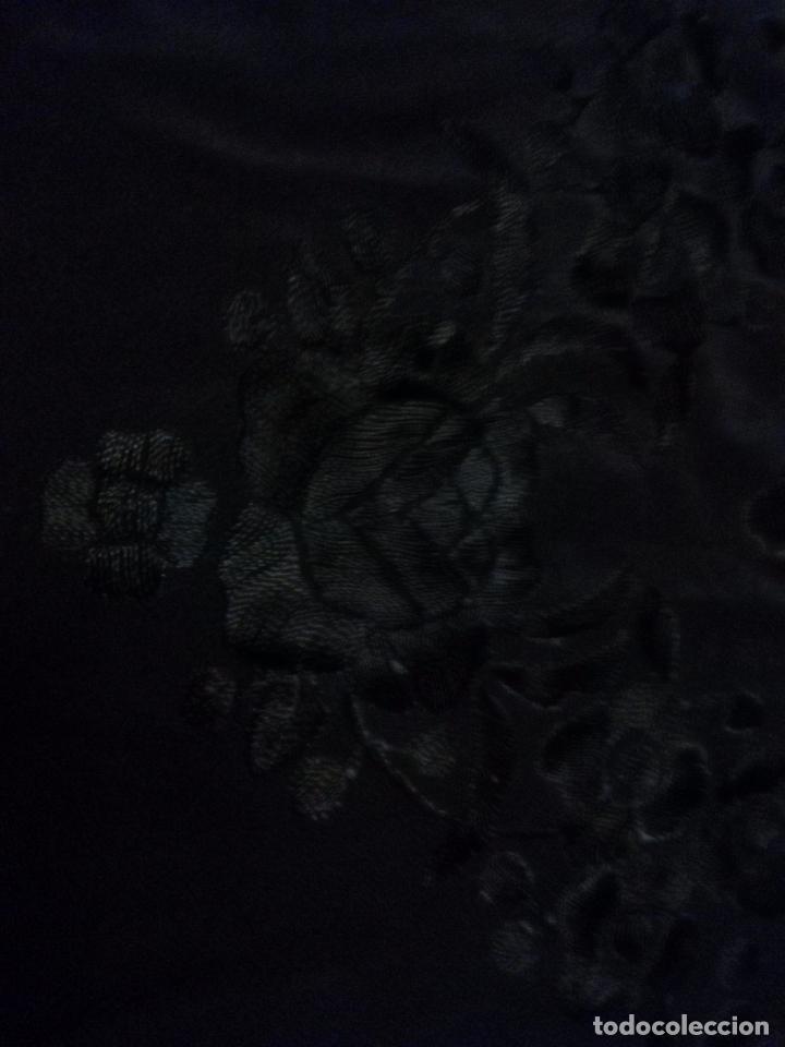 Antigüedades: MANTONES - GRAN MANTON BORDADO CON FLECOS DE REDECILLA BUEN ESTADO COMPLETAMENTE NEGRO - Foto 13 - 100086435