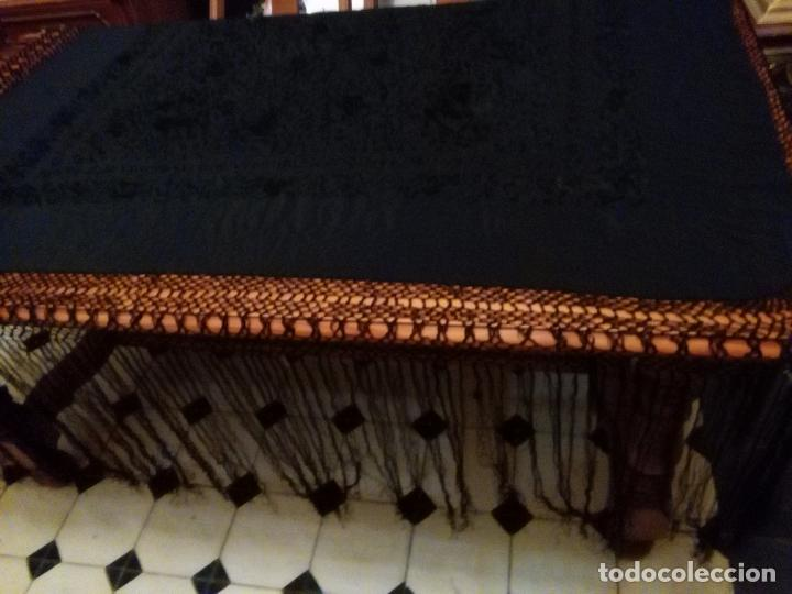 Antigüedades: MANTONES - GRAN MANTON BORDADO CON FLECOS DE REDECILLA BUEN ESTADO COMPLETAMENTE NEGRO - Foto 15 - 100086435