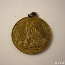 Antigüedades: ANTIGUA MEDALLA EN ALPACA NUESTRA SEÑORA DE MONTSERRAT Y SANTO BENITO FUNDADOR. Lote 100165627