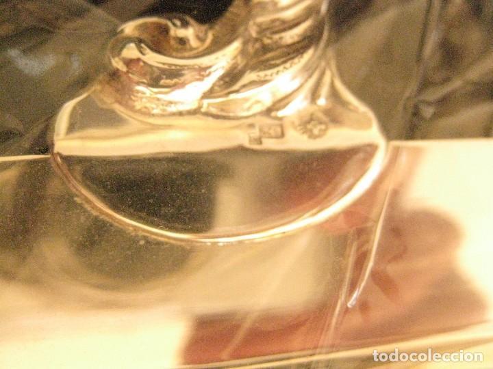 Antigüedades: Bandeja de plata de ley con asas Montejo - Foto 2 - 100218059