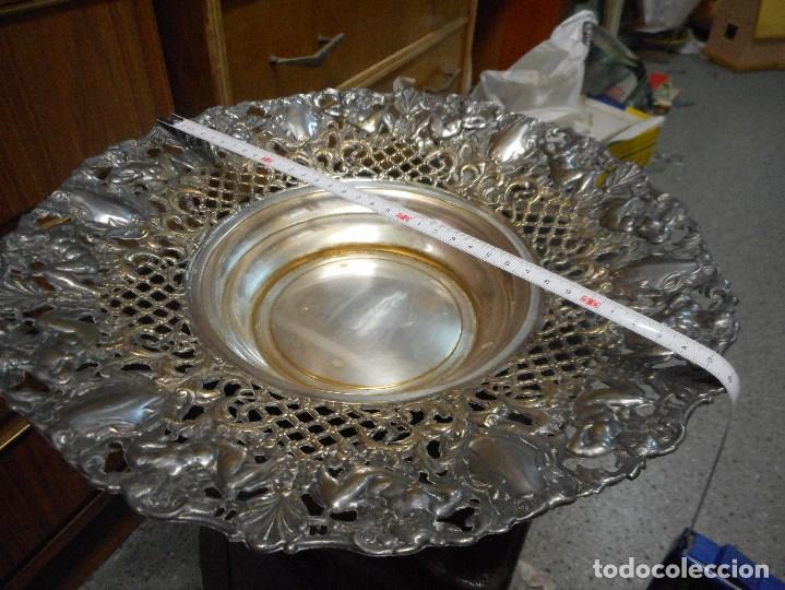 Antigüedades: gran centro de mesa de metal plateado cincelado antiguo - Foto 4 - 100233803