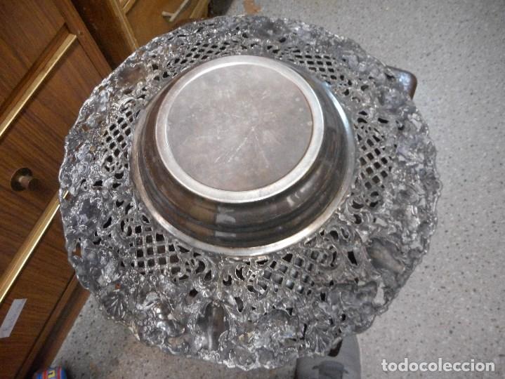 Antigüedades: gran centro de mesa de metal plateado cincelado antiguo - Foto 5 - 100233803