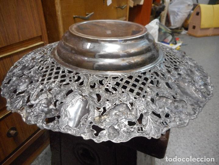 Antigüedades: gran centro de mesa de metal plateado cincelado antiguo - Foto 6 - 100233803