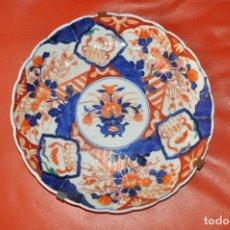 Antigüedades: PLATO DE PORCELANA DE COLGAR , JAPON IMARI , JAPONES DE COMIENZOS DE 1900 . Lote 100251311