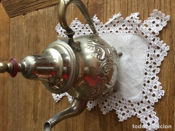 Antigüedades: Antigua tetera árabe maciza repujada con decoración geométrica. - Foto 2 - 100312471