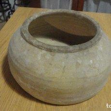 Antigüedades: ANTIGUO COMEDERO DE AVES.BARRO COCIDO.ALFARERIA POPULAR.CATALUÑA.AÑOS 40,50. Lote 100338223