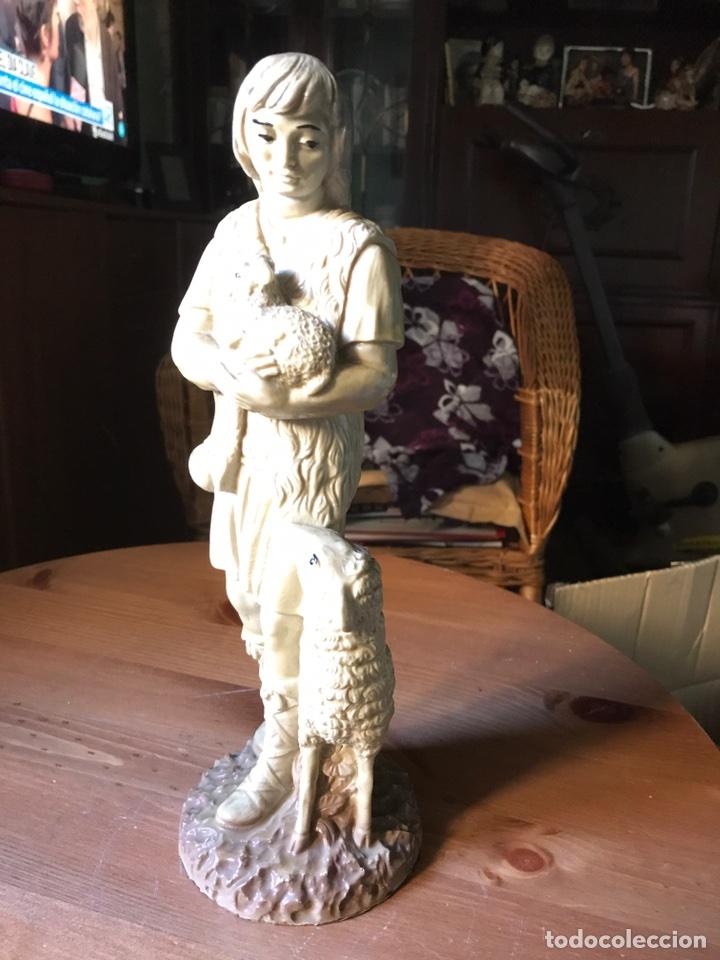 Antigüedades: Figura de resina, altura 30 cm - Foto 2 - 100354908