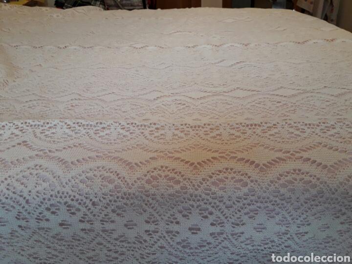 Antigüedades: Cubre camas precioso muy antiguo años 60 de encaje - Foto 5 - 101346450