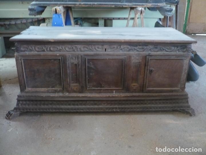 Antigüedades: Arca o caja de novia catalana de Nogal, tal cual sale de la casa, Siglo XVIII - Foto 2 - 100356979
