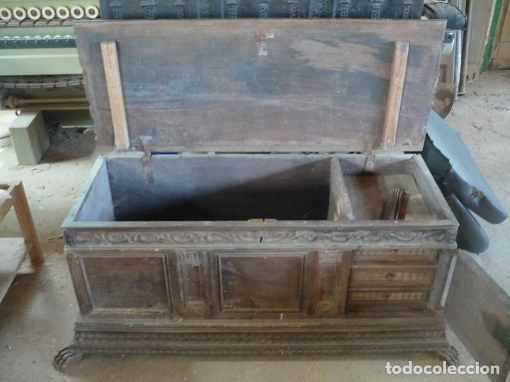 Antigüedades: Arca o caja de novia catalana de Nogal, tal cual sale de la casa, Siglo XVIII - Foto 3 - 100356979
