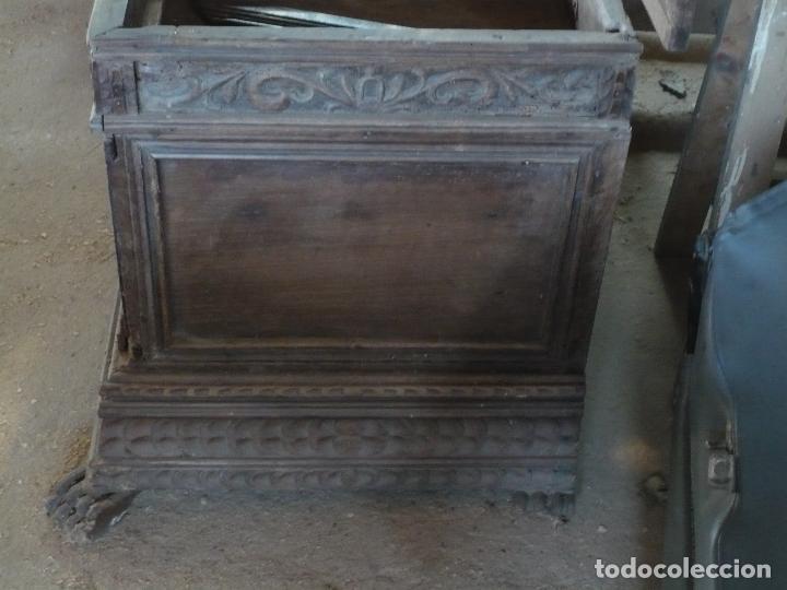 Antigüedades: Arca o caja de novia catalana de Nogal, tal cual sale de la casa, Siglo XVIII - Foto 4 - 100356979