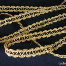 Antigüedades: GALON PASAMANERIA HILO METALICO 5 M 60 CM. Lote 100384487
