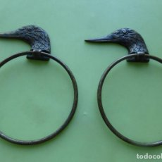 Antigüedades: ANTIGUA PAREJA DE TOALLEROS DE BRONCE - COLGADORES -CABEZA DE PATO-ANADE-ORIGINALES PRINCIPIOS S. XX. Lote 100397855