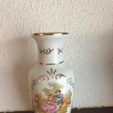 Antigüedades: JARRON FLORERO CON IMAGEN ROMANTICA DE FRAGONARD. Lote 100412871
