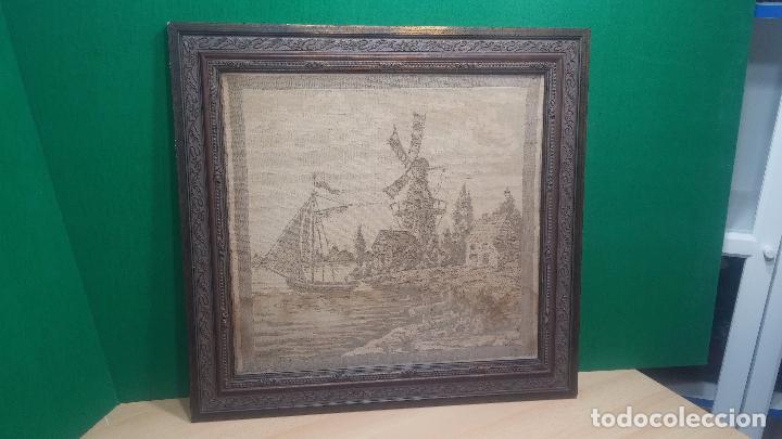 Antigüedades: Antiguo cuadro tapiz con un velero , con un marco en madera precioso - Foto 2 - 100473571