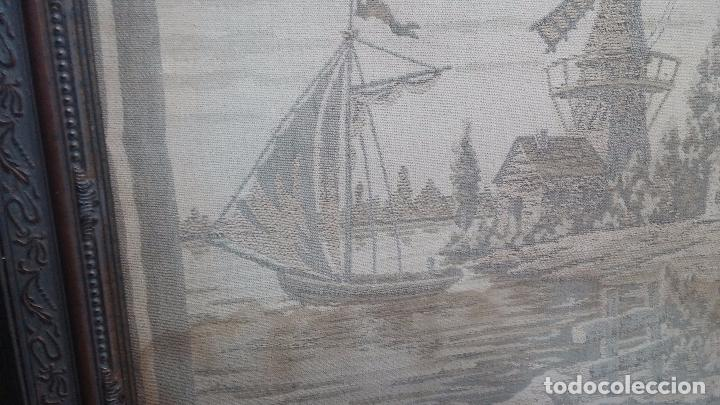 Antigüedades: Antiguo cuadro tapiz con un velero , con un marco en madera precioso - Foto 9 - 100473571