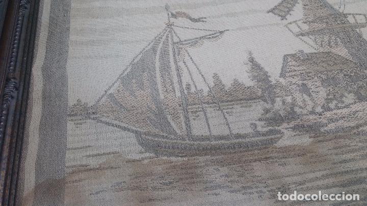Antigüedades: Antiguo cuadro tapiz con un velero , con un marco en madera precioso - Foto 11 - 100473571