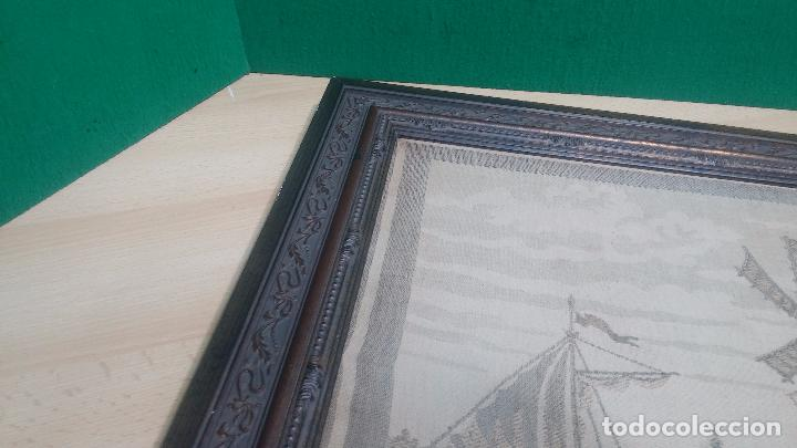 Antigüedades: Antiguo cuadro tapiz con un velero , con un marco en madera precioso - Foto 16 - 100473571