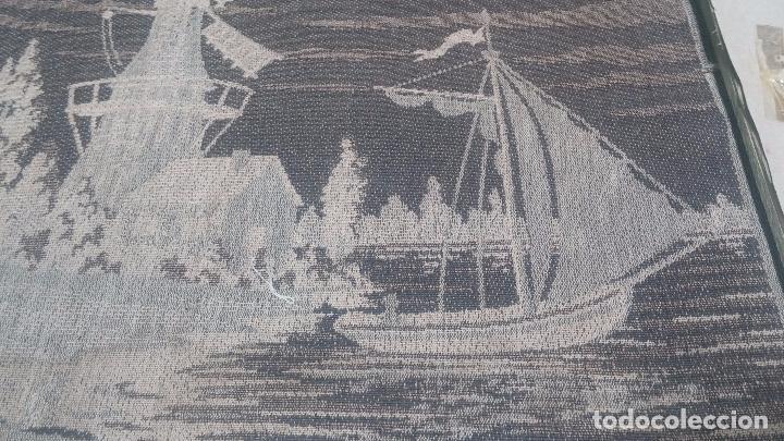 Antigüedades: Antiguo cuadro tapiz con un velero , con un marco en madera precioso - Foto 34 - 100473571
