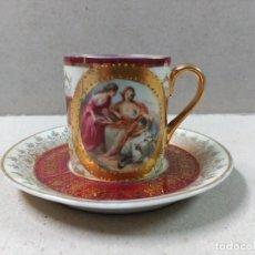 Antigüedades: TAZA CON PLATO DE PORCELANA PINTADA A MANO FIRMADA BOUDIER. Lote 100502915
