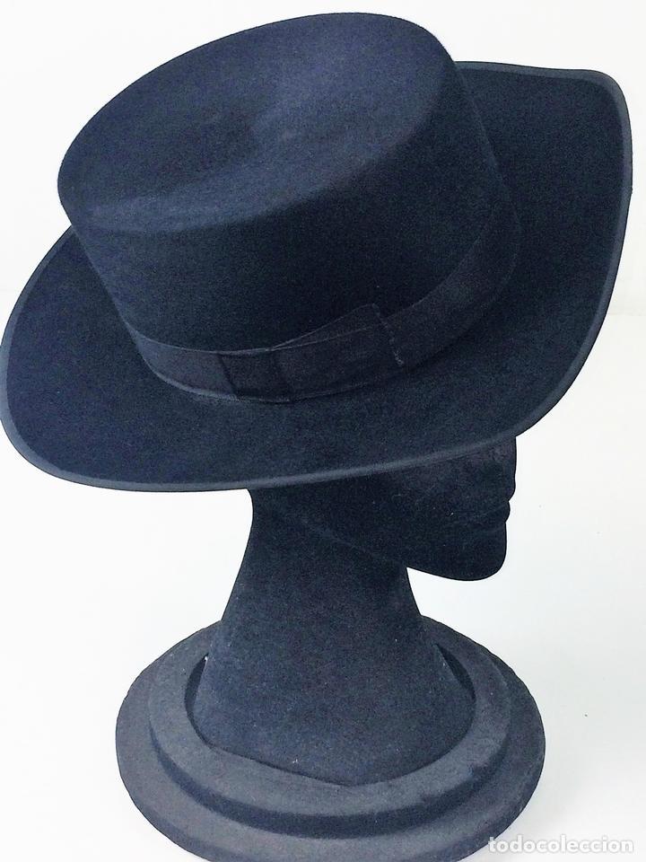 SOMBRERO DE CABALLERO. FIELTRO. ESPAÑA. TALLA 55. SOMBRERERIA GILI. CIRCA 1950 (Antigüedades - Moda - Sombreros Antiguos)
