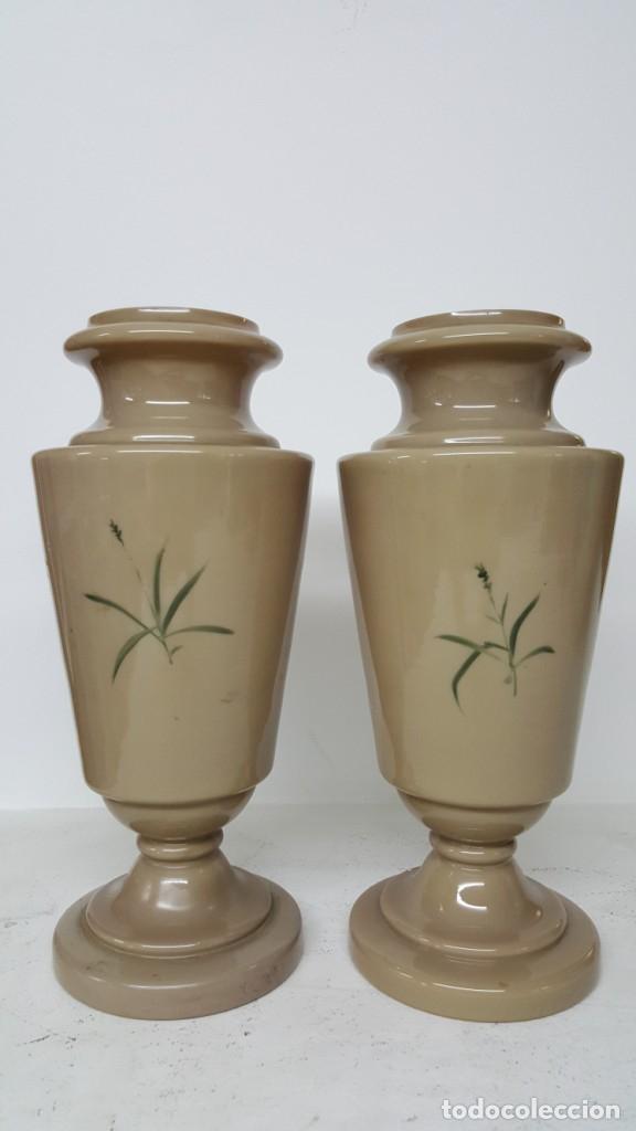 Antigüedades: Preciosa pareja de floreros opalina y esmaltes. Finales siglo XIX. - Foto 4 - 100526823