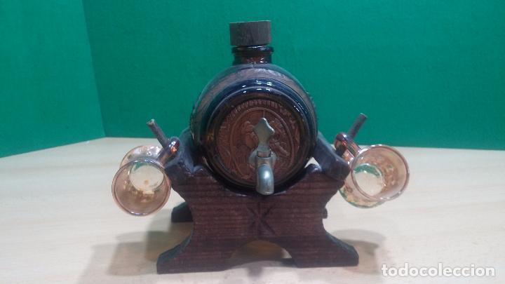 Antigüedades: Barril precioso en cristal ámbar y cuero repujado, con Don quijote de la Mancha - Foto 3 - 100554463