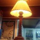 Antigüedades: ESTUPENDA LAMPARA DE SOBREMESA EN MADERA, MUY ACOGEDORA.. Lote 100554723