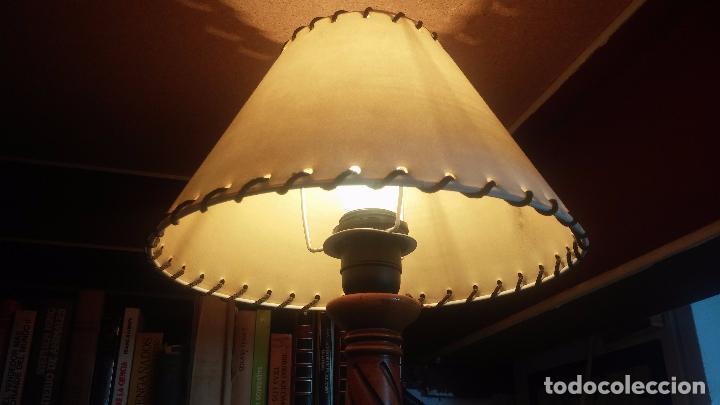 Antigüedades: Estupenda lampara de sobremesa en madera, muy acogedora. - Foto 4 - 100554723
