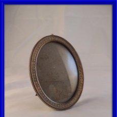 Antigüedades: MARCO DE FOTOS ANTIGUO CRISTAL ABOMBADO. Lote 100569795
