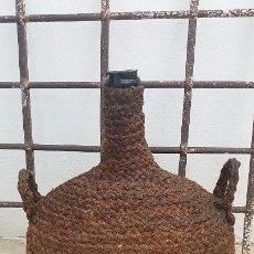 Antiguidades: ANTIGUA GARRAFA BOTELLA DAMAJUANA CRISTAL SOPLADO FORRADA DE ESPARTO VIDRIO CENTENARIO. DE 16 LITROS. Lote 100597227