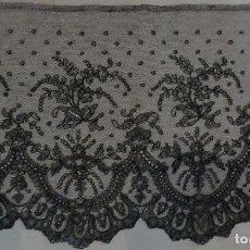 Antigüedades: ANTIGUO ENCAJE DE CHANTILLY S. XIX. Lote 100624103