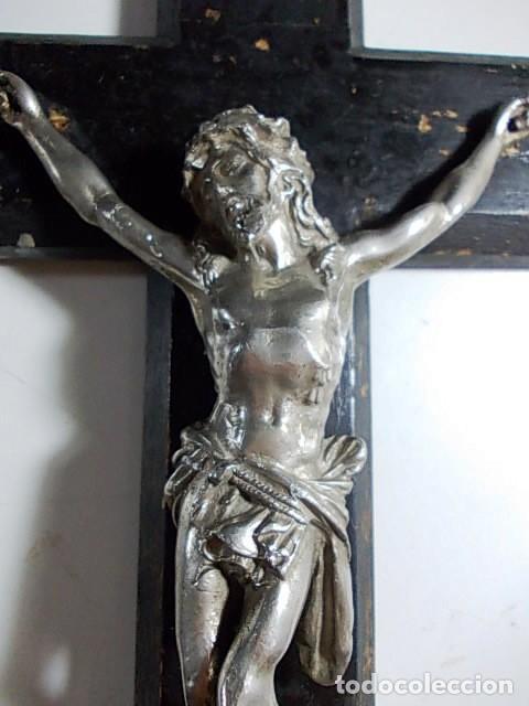 Antigüedades: ANTIGUO CRUCIFIJO DE MADERA Y CRISTO EN METAL PLATEADO - Foto 5 - 100644403