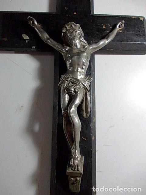 Antigüedades: ANTIGUO CRUCIFIJO DE MADERA Y CRISTO EN METAL PLATEADO - Foto 9 - 100644403