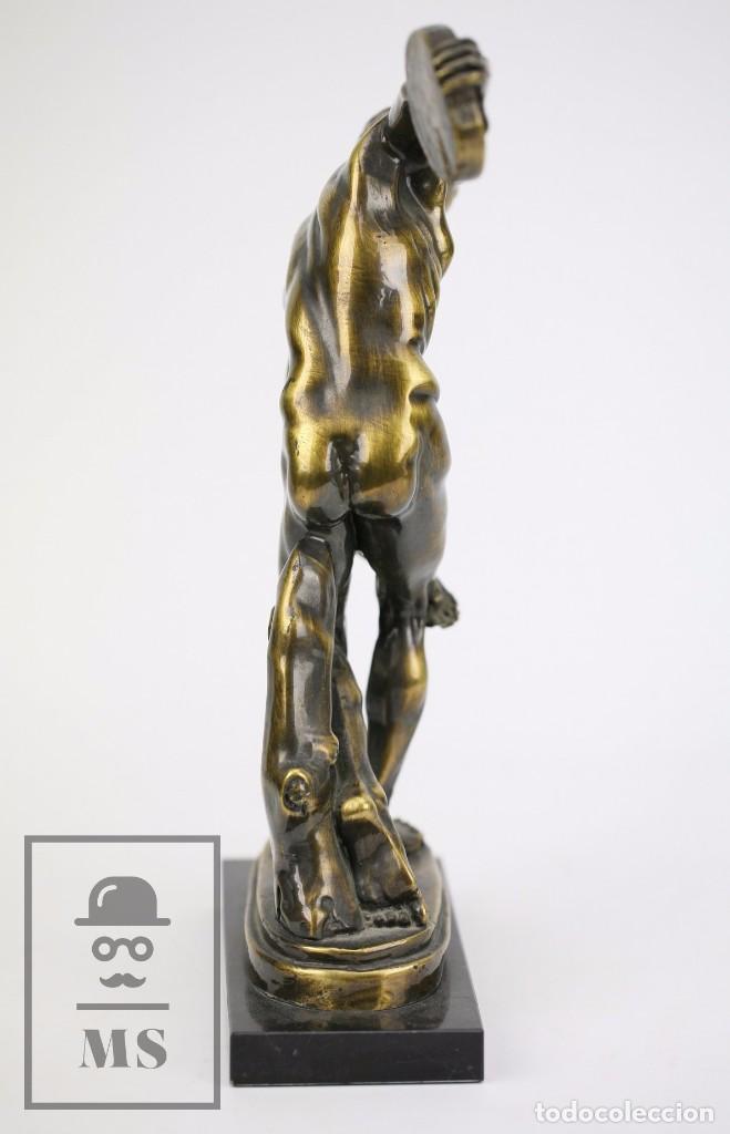 Antigüedades: Escultura de Resina o Similar Sobre Base de Mármol Negro - Reproducción Escultura Griega Discóbolo - Foto 5 - 100709459