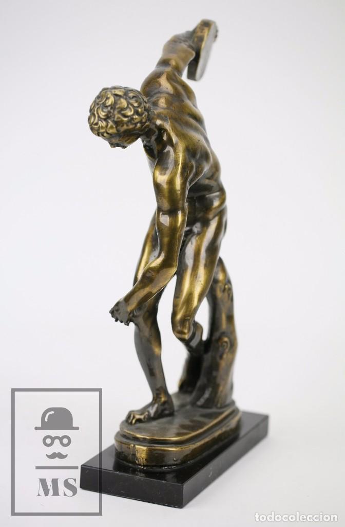 Antigüedades: Escultura de Resina o Similar Sobre Base de Mármol Negro - Reproducción Escultura Griega Discóbolo - Foto 7 - 100709459