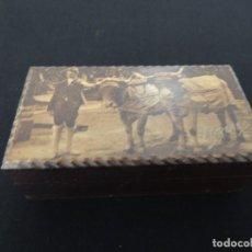 Antigüedades: CAJA MADERA DE CEDRO CON ANTIGUA FOTO. Lote 100726751