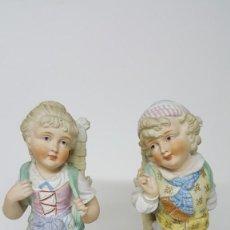 Antigüedades: PAREJA DE BISCUITS ANTIGUOS. FIGURAS DE PORCELANA ANTIGUAS.. Lote 100743935