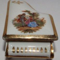 Antigüedades: PASTILLERO EN PORCELANA LIMOGES. Lote 100890915