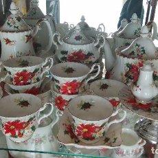 Antigüedades: JUEGO DE TÉ Y CAFÉ DE PORCELANA INGLESA MARCA ROYAL ALBERT, SERIE POINSETIA. Lote 100901623