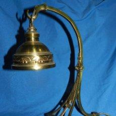 Antigüedades: (M) LAMPARA DE BRONCE MODERNISTA DE SOBRE MESA ( ORIGINAL ) , PIE DE MARMOL , 34 X 28 CM. Lote 100989111