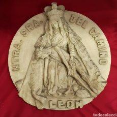 Antigüedades: VIRGEN DEL CAMINO LEÓN DECORACIÓN PARED. Lote 100996704