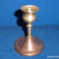Antigüedades: ANTIGUO PORTAVELAS DE BRONCE. . Lote 101004959