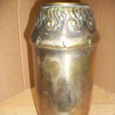 Antigüedades: ANTIGUO FLORERO DE BRONCE. Lote 101008159