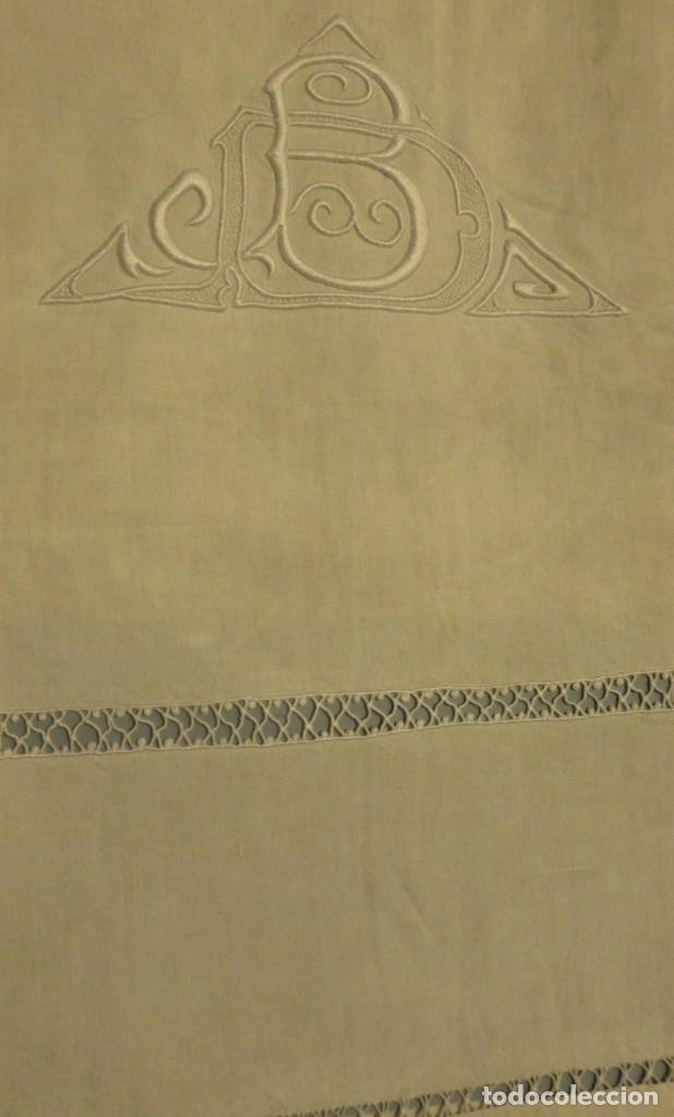 ANTIGUA SÁBANA DE LINO CON INICIALES Y VAINICAS BORDADAS A MANO PPIO.S.XX (Antigüedades - Hogar y Decoración - Sábanas Antiguas)