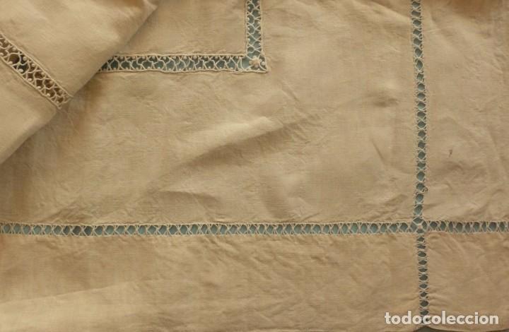 Antigüedades: ANTIGUA SÁBANA DE LINO CON INICIALES Y VAINICAS BORDADAS A MANO PPIO.S.XX - Foto 2 - 101025815