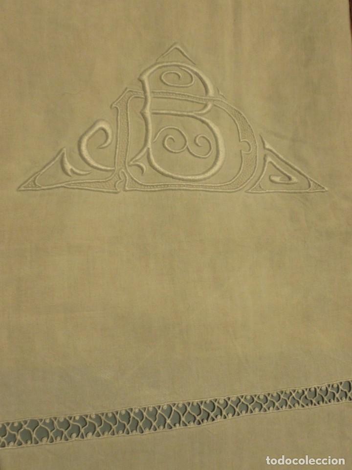 Antigüedades: ANTIGUA SÁBANA DE LINO CON INICIALES Y VAINICAS BORDADAS A MANO PPIO.S.XX - Foto 4 - 101025815